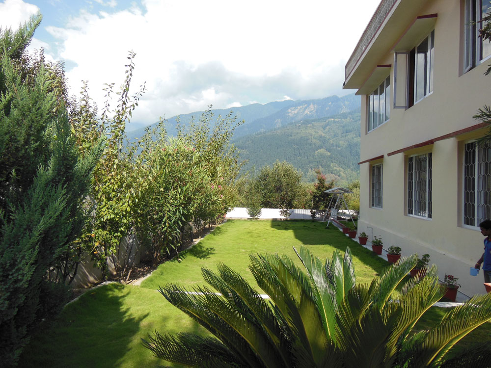 Luxury Cottage 5: http://www.appletreecottages.com/appletree-luxury-cottage-in-5-kullu-manali