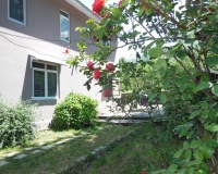 Apple Tree Luxury Cottage No.2 Country Side Cottage - Three Bedroom Drawing Dinning and Kitchen with Private Parking in Manali